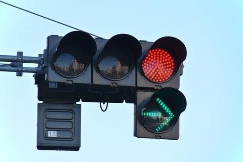 赤信号+右折矢印