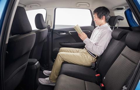 後部座席が広い車メーカー