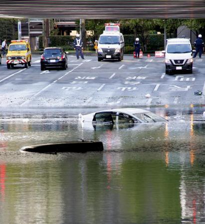 車脱出用ハンマーの性能調査へ 相次ぐ道路冠水で、国交省