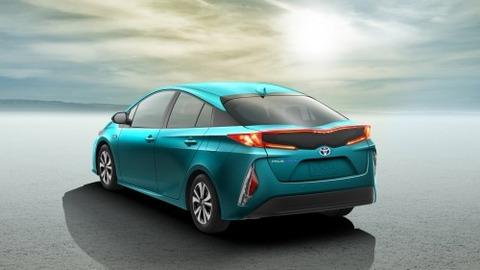 2017-Toyota-Prius-PHEV-11