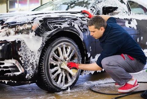 自分の愛車を全く洗車しない奴って一体何なの????