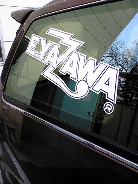 車にE.YAZAWAステッカー