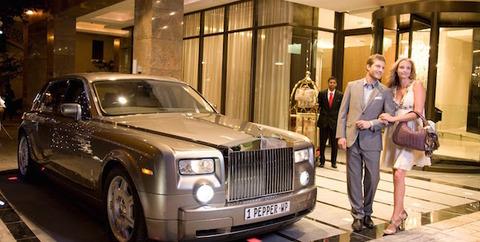 陰キャ「昔からの金持ちは高級車に乗らない」←…??