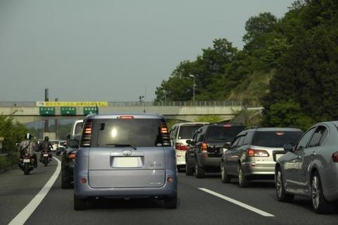 高速で渋滞はどの車線を走るのが1番速いの?