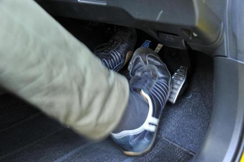 MT車ならブレーキとアクセルの踏み間違えは起きないという風潮なんなの?