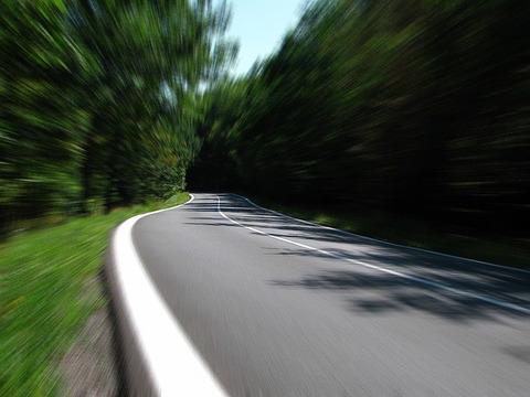 車で制限速度を守らない