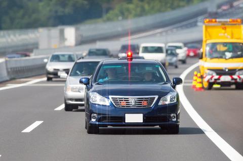 三大高速で気をつけるべき車「覆面パトカー」「軽自動車」