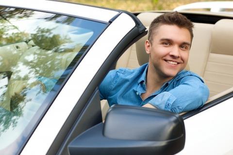 友達と車で旅行