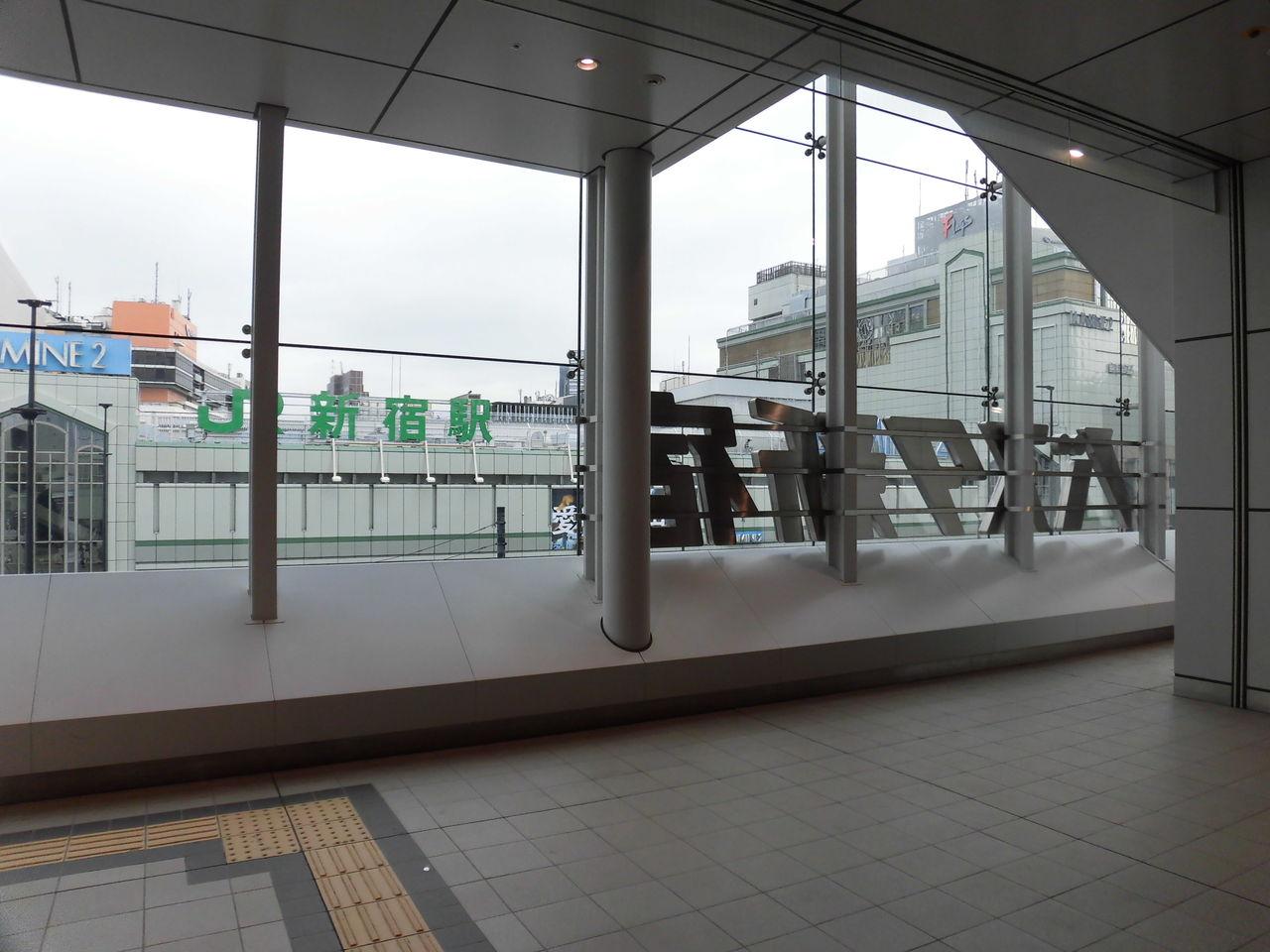 バスタ新宿(甲州街道をはさんでJR新宿駅南口)