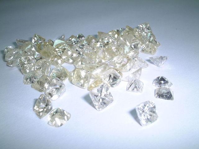ダイヤモンド原石 正八面体