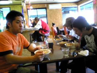 カレー食べるゴルチェisムラジュン
