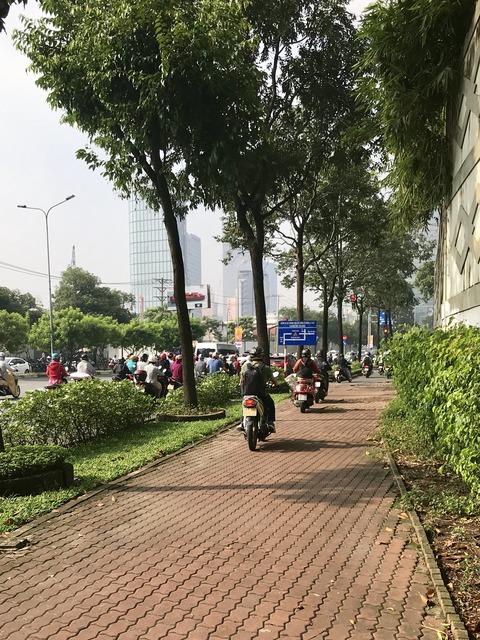 歩道走行バイク