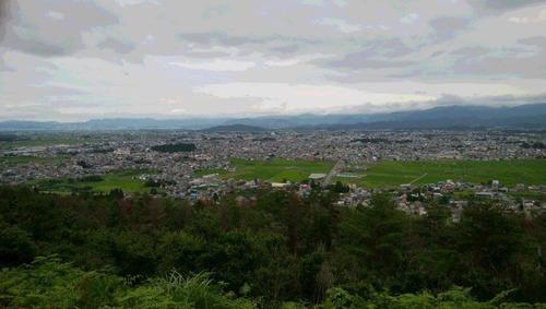 愛宕山から米沢市を望む