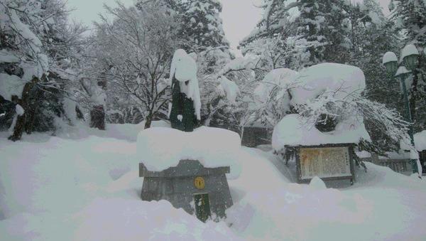 上杉鷹山大雪で