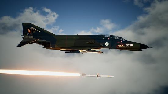 エースコンバット「戦闘機で自由に遊べます。ミサイル何発も撃てます。架空兵器かっこいいです。」←天下取れなかった理由って何?