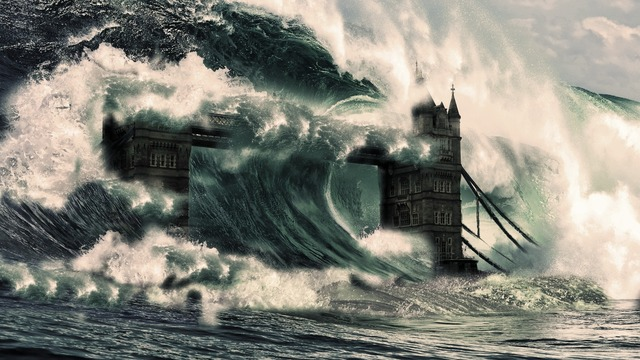 Water-Tsunami-Hitting-London-Bridge