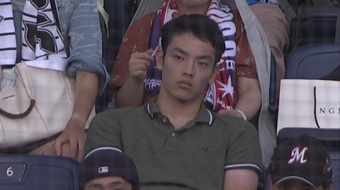 画像 元ロッテの京大・田中、現地観戦しているところをカメラに抜かれる
