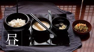 永平寺の修行僧の食事-昼