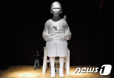高さ6mの慰安婦像2