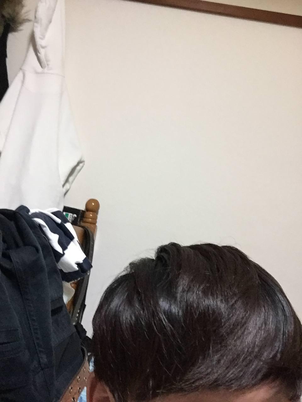 今から自分で髪を切るんやが見守ってクレメンス