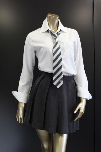 【画像あり】マネキンにJKの制服を着せた結果www