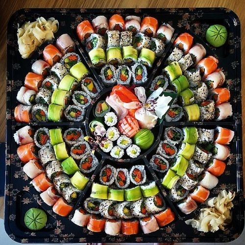 【画像】アメリカの寿司いくらなんでも醜すぎる