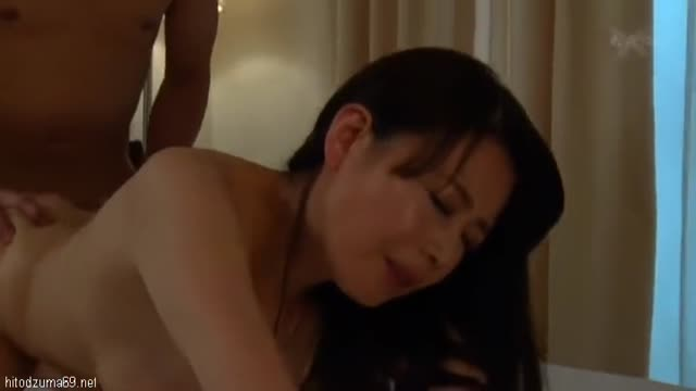 熟女≫三浦恵理子  すらり綺麗なオッパイきれいなおばさんどんだけちんぽ好きなんだよ