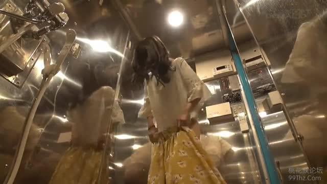 動画≫ マジックミラー号 お人形さんの様なロリ女子大生のピンコ立ち乳首を責める!
