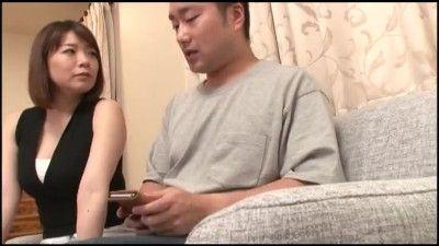 動画 〉こういうの好きでしょ?大きなお尻をグイグイ擦りつけてくる義母の着衣尻コキ