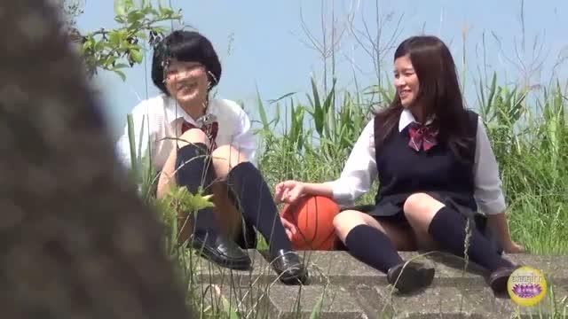 お尻 〉 女子校生 露出 制服姿の女子校生美少女の、露出浣腸アナルプレイが、野外にて…!