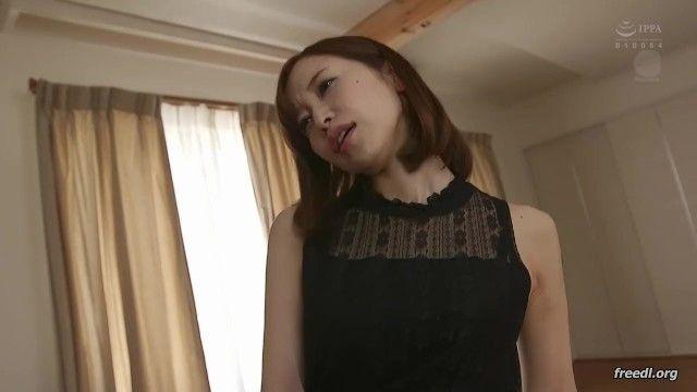 熟女 〉 篠田ゆう 「お尻の穴も…いっぱい舐めますよ♡」巨乳デカ尻嫁を友人に寝取られアナル舐めまでしてる姿を目撃しながら興奮してる変態夫 人妻アダルト動画