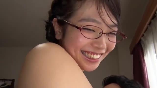 お尻 〉真面目そうな美少女の体がセクシー!形良い胸、豊満な尻、従順なおまん○をいただきますw