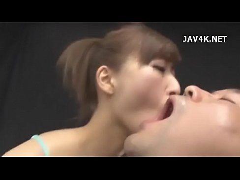 動画 〉淫乱のお姉さんのフェラ無料jukujyo動画。ケツ穴もタマも喜んで舐め回す淫乱お姉さんのフェラチオ 姉動画