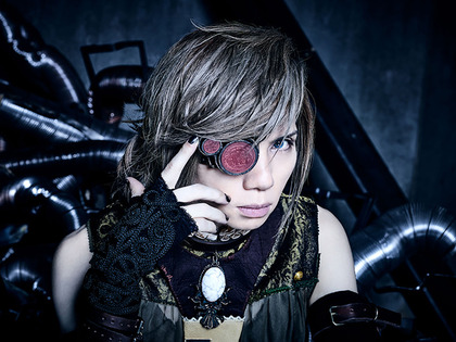news_header_AcidBlackCherry_art201704