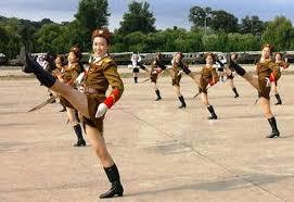 北朝鮮幹部が金正恩の前でメガネを拭いた結果