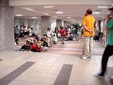 船橋駅前南口地下・フリーマーケット-20040710