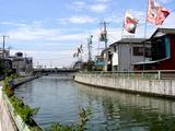 海老川になびく豊漁旗