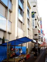 20051231-三井住友銀行前の正月飾り露天販売-0936-DSC03097