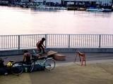 20050528-船橋市浜町2・船橋港親水公園・スケートボードの練習-1827-DSC02046
