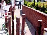 20050521-船橋市本町7・しつこいポール-1201-DSC01564