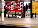 20050729-JR東京駅・よっぱらい-2250-DSC03321