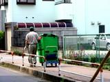 20050619-船橋市本町7・宅急便の配達・ヤマト運輸・くろねこ-0952-DSC01002