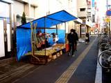 20051231-三井住友銀行前の正月飾り露天販売-0936-DSC03095