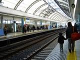 20061210-京成船橋駅・スカイライナー・停車-1147-DSC07263