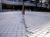 20110317_東日本大震災_浦安_新浦安駅前_液状化_1536_DSC07409