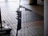 20110504_船橋市本町_船橋駅北口前_ひび割れ_1449_DSC00674