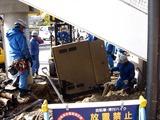 20110317_東日本大震災_浦安_舞浜駅前南口_修理_1456_DSC07196
