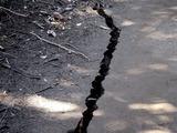 20110313_東日本大震災_海浜香澄公園_地割れ_1200_DSC09679