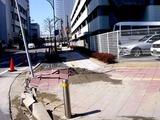 20110313_東日本大震災_幕張新都心_マンホール隆起_1301_DSC00053
