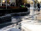 20110311_東日本巨大地震_海浜幕張駅前_歩道_水浸_255921631T